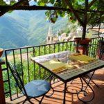 Il terrazzo dell'Antico Melo a Castelvecchio
