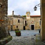 Scorcio su Piazza della Torre a Castelvecchio Rocca Barbena