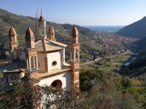 Finalborgo - chiesa dei 5 campanili a Perti