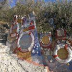 Decorativi exvoto sul sentiero da Varigotti a Noli