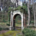 Villa Duchessa di Galliera - l'arco di trionfo nella valle del leone