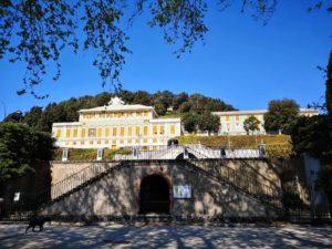 All'ingresso della villa Duchessa di Galliera