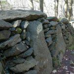 strada megalitica di Alpicella - i triliti