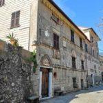 Palazzo nel borgo di Anzo