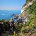 Sentiero con vista su Punta Bianca