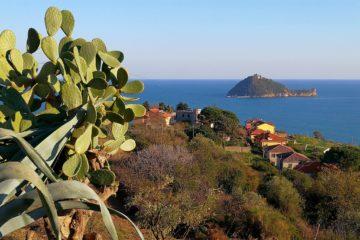 l'isola di Gallinara vista da via julia augusta ad Albenga