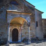 Il portico della chiesa parrocchiale di Lingueglietta