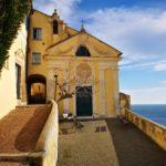 Noli - la chiesa di Nostra Signora delle Grazie e il suo sagrato panoramico