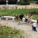 Un romantico servizio fotografico nel giardino all'italiana