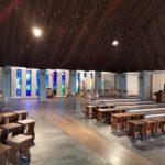 L'interno con vetri policromi della chiesa di Barbagelata