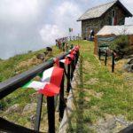 Casa della Miniera addobbata a festa per gli Alpini