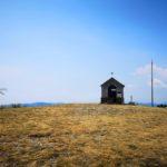 La cappelletta in cima al Monte Caucaso