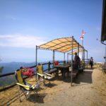 la terrazza panoramica del rifugio del Monte Caucaso