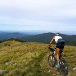 Bikers scendono dal Monte Pracaban