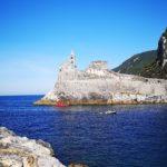Il sottomarino rosso passa sotto la Chiesa di San Pietro