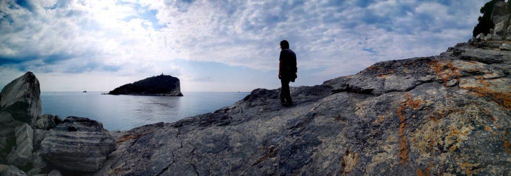 La misteriosa isola di Tino vista dalla punta sud dell'isola di Palmaria