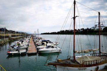 Barche attraccate nel canale di calma di Pra'