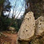 Rocce lungo il sentiero a Boragni