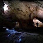 La sala dell'arma Strapatente con la caratteristica stalagmite