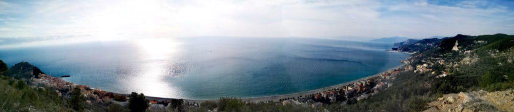 L'ampio panorama dal sentiero Balcone sul Mare