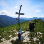 La croce di metallo sulla cima di Alpesisa