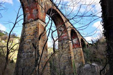 L'antico ponte della ferrovia nella valle del Rio Gambaro