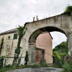 Arco di un antico acquedotto nella Valle del Rio Gambaro