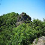 La rocca Premé sul sentiero per il Monte Reale