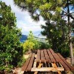 Tavolo panoramico lungo il sentiero di Punta Baffe