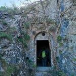 L'ingresso alla polveriera scavata nella roccia