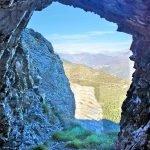 Il cunicolo si apre sulla parete verticale sopra la Pennavaire
