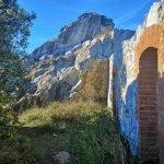 Accesso alle garitte presso la vetta della Rocca Liverna