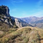 Rocca Liverna sullo sfondo del Monte Galero