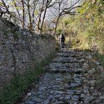 Salendo verso San Pietrino sulla mulattiera