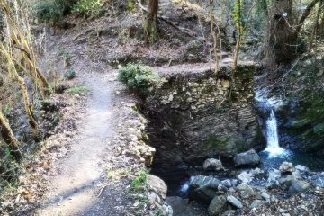 Cascatella lungo l'antico acquedotto