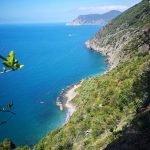 La costa con la spiaggia di Guvano vista dal sentiero da Corniglia a Vernazza