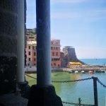 Dalla bifora di Santa Margherita di Antiochia a Vernazza